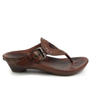 FRYE | Lee Genuine Leather Studded Thong Sandals